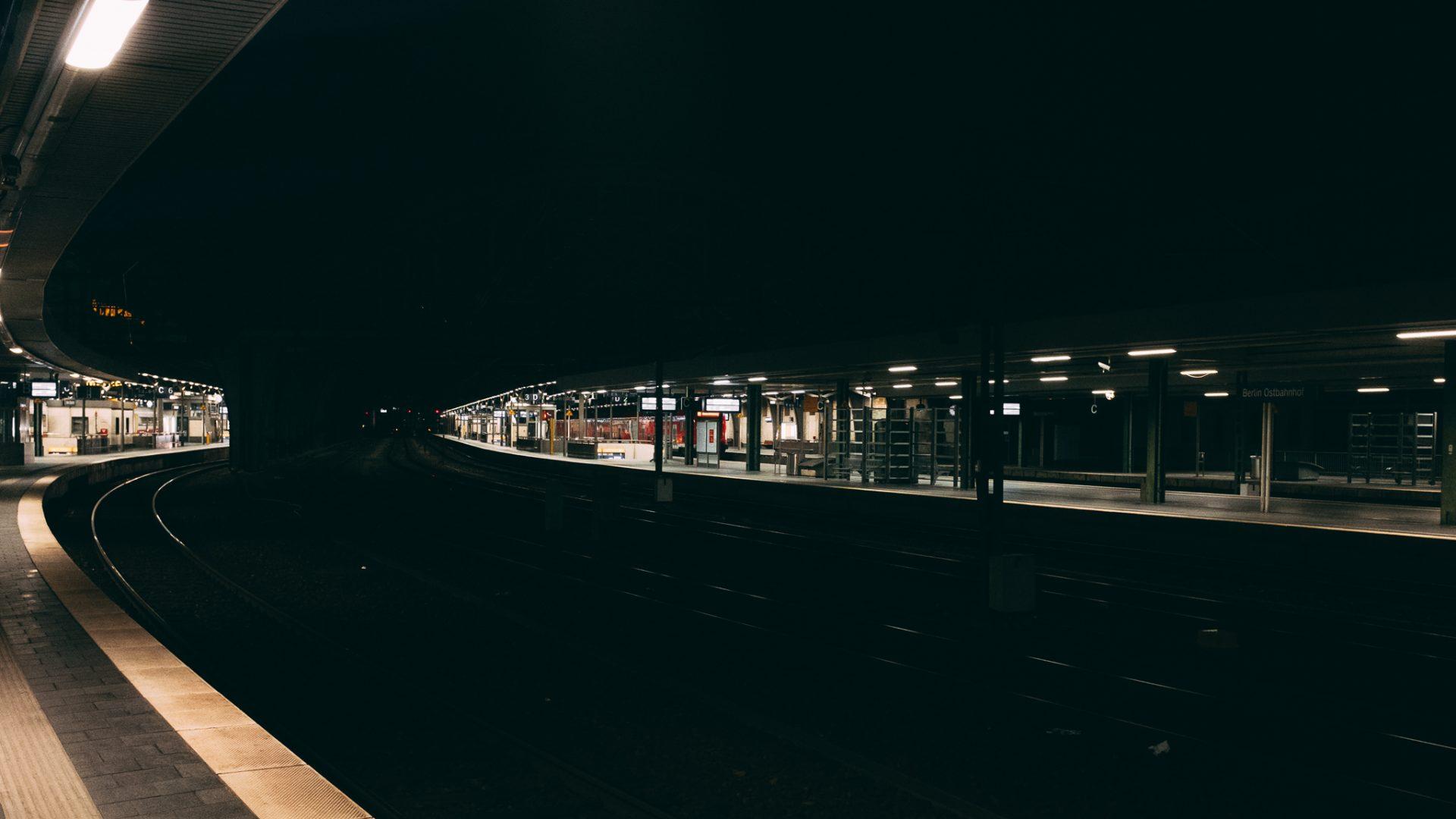 """Tag 279 - Bahnhofsromantik // """"Auf Veränderung zu hoffen, ohne selbst etwas dafür zu tun, ist wie am Bahnhof zu stehen und auf ein Schiff zu warten"""" - Unbekannt"""