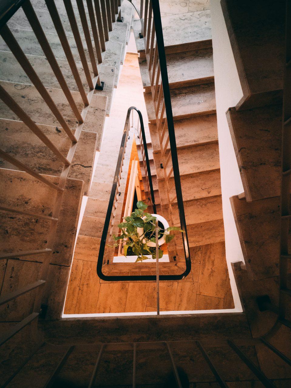 """Tag 333 - Treppe // """"Aus den Steinen die mir heute in den Weg gelegt werden, baue ich mir morgen eine schöne Treppe."""" - Aenne Burda"""