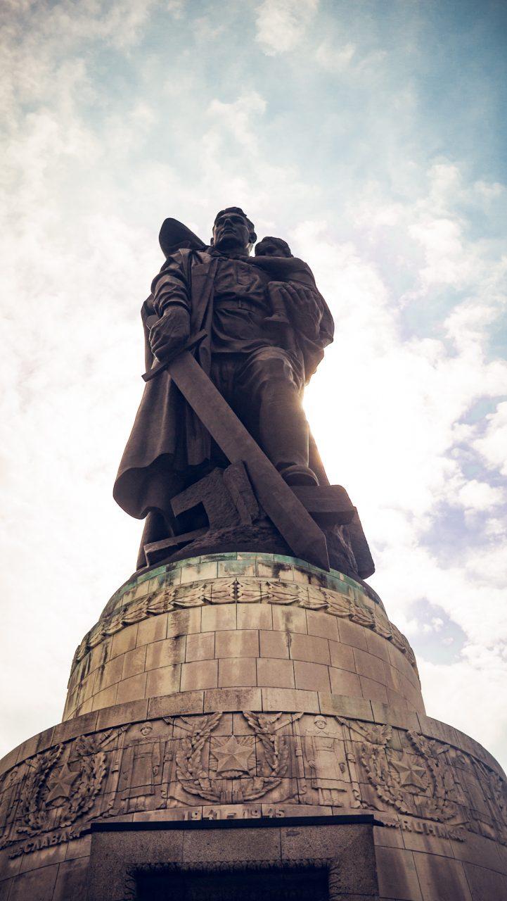 """Tag 364 - Sowjetisches Denkmal // """"Für mich ist Denkmal ein lebenslanger Imperativ, der aus zwei Wörtern besteht."""" - Fritz Grünbaum"""