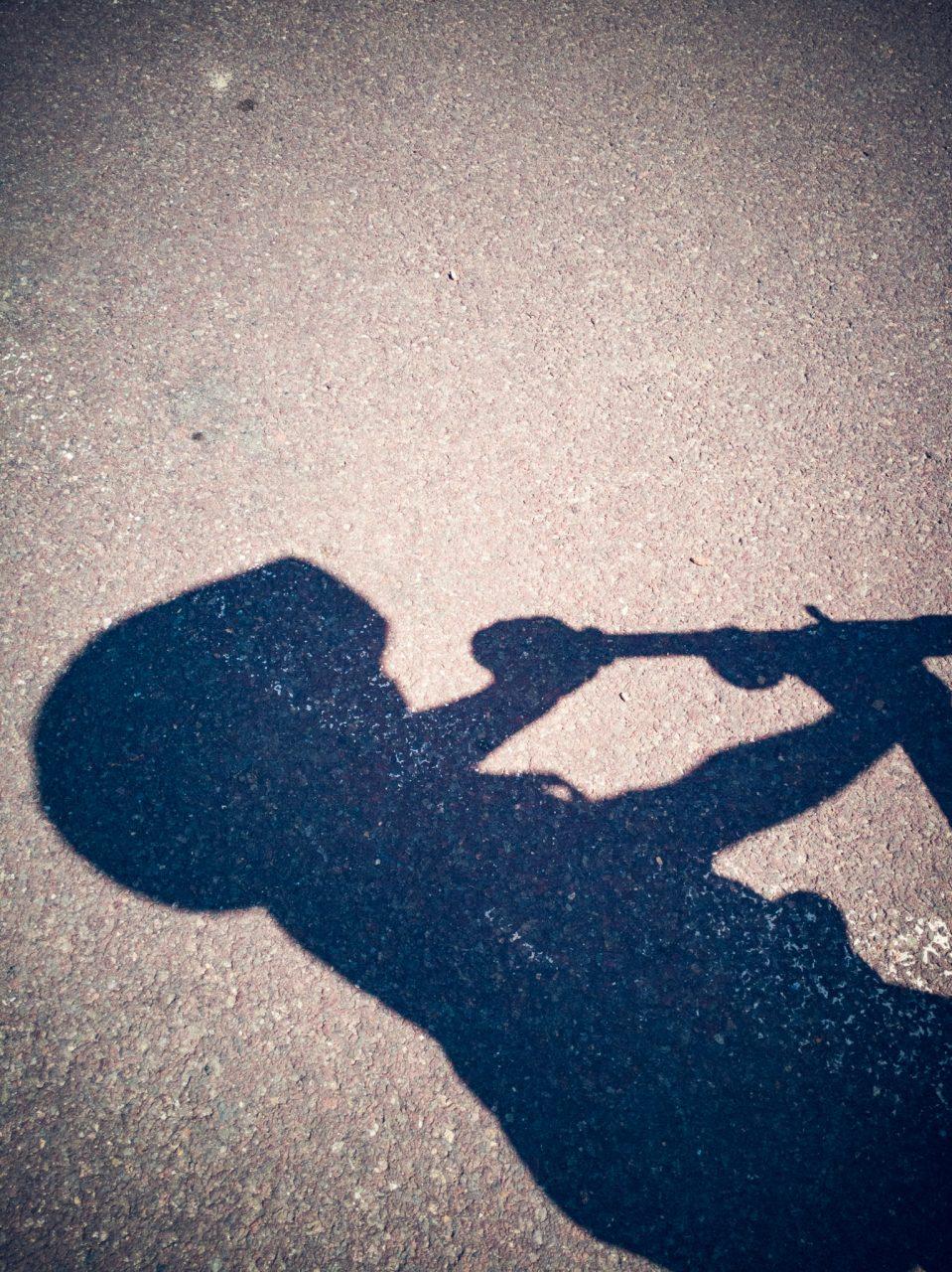 """Tag 352 - Schatten // """"In den Kindern erlebt man sein ganzes eigenes Leben noch einmal, und erst jetzt versteht man es ganz."""" - Søren Aabye Kierkegaard"""