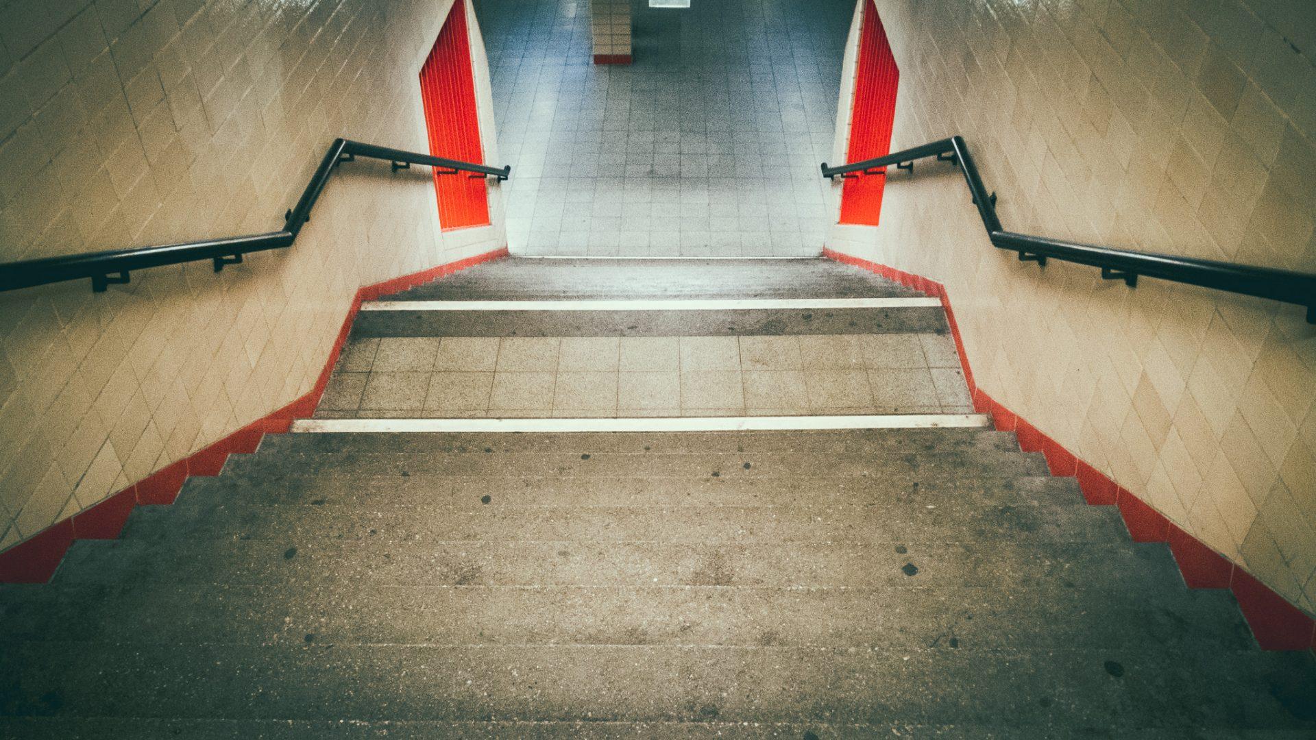 """Tag 353 - Stufen // """"Alle Hindernisse und Schwierigkeiten sind Stufen, auf denen wir in die Höhe steigen."""" – Friedrich Nietzsche"""