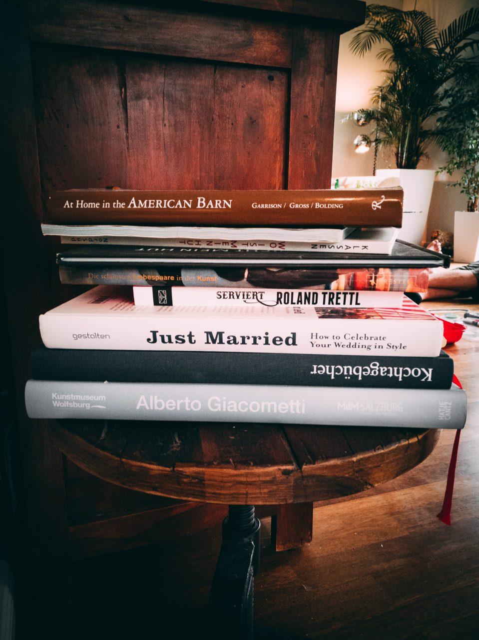 """Tag 355 - Literatur // """"Die Literatur greift immer dem Leben vor. Sie ahmt das Leben nicht nach, sondern formt es nach ihrer Absicht."""" - Oscar Wilde"""